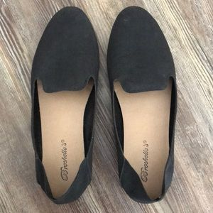 Black Pointed Toe Packable Flats